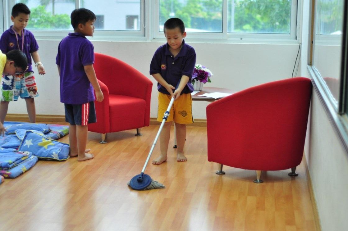 Trẻ còn được học tính tự giác thông qua các hoạt động.